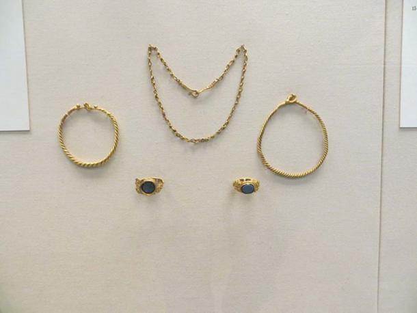 The Newgrange gold hoard in the British Museum