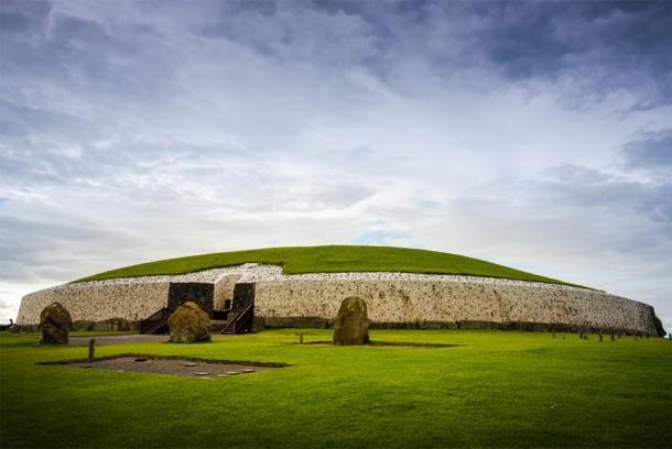 Newgrange Passage Tomb in the Boyne Valley in Ireland. (Yggdrasill / Adobe stock)
