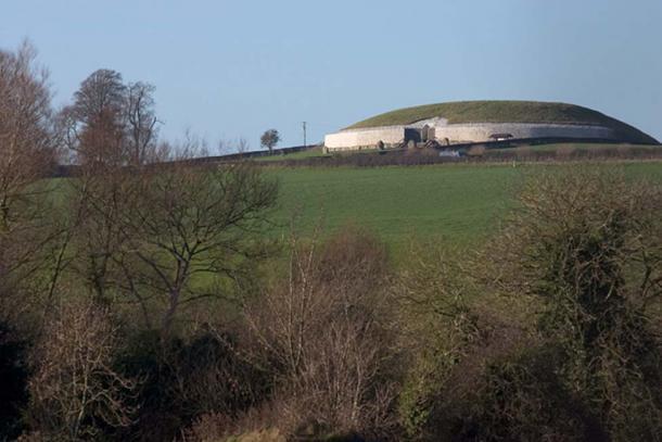 View of Newgrange's elevation.