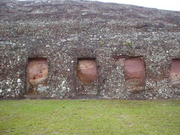 Niches carved into the great rock, Samaipata (Public Domain)