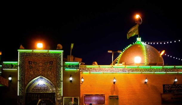 Night view Imam Ali Mosque, Najf (homocosmicos/ Adobe Stock)