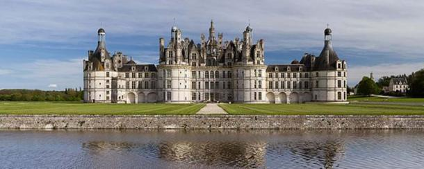 Northwest façade of the Château de Chambord.