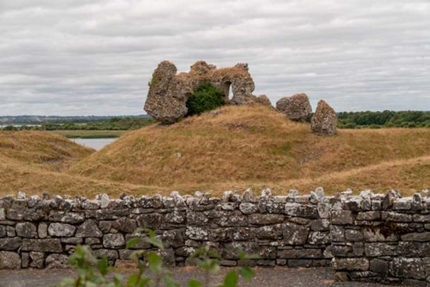 Numerous burial mounds and other Iron Age sites are scattered around the landscape surrounding Clonmacnoisee