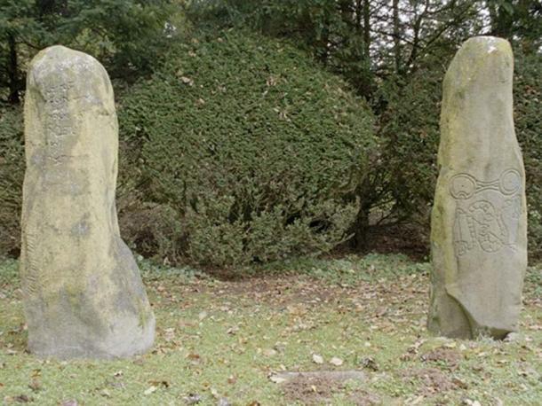 Ogham Stone and Pictish Symbol Stone, Aberdeenshire, Scotland. (Klingon/The Megalithic Portal)