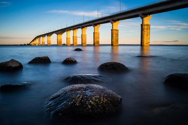 Oland's Bridge at sunset (davidhjort / Adobe Stock)