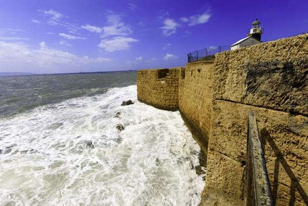 Old City of Acre, Lighthouse where Templar fortress used to stand. (andreiorlov / Adobe)