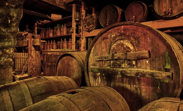 Old wine barrels (Roman Sigaev / Adobe Stock)