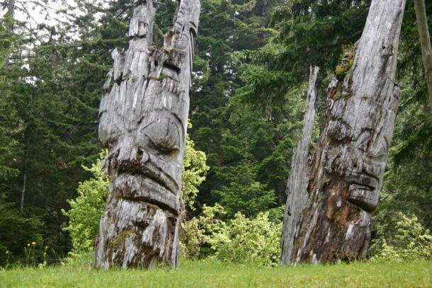 Older totem poles of Haida Gwaii (Brodie, G / CC BY 2.0)