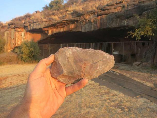 An Oldowan-style stone tool found inside the Wonderwerk Cave. (Michael Chazan / Quaternary Science Reviews)