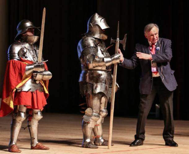 Oleg Sokolov and historical reenactors, in the armor of medieval knights, at the 6th scientific and educational forum Scientists Against Myths in St. Petersburg on February 11, 2018. (Eissink / CC BY-SA 4.0)