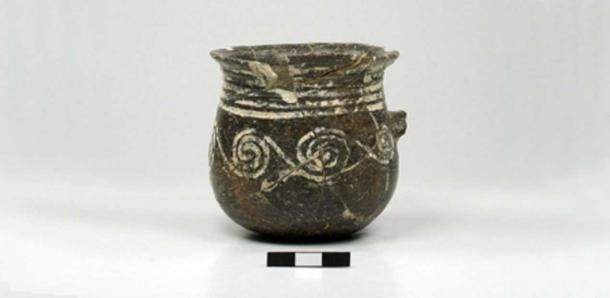 One-handled cup with grooved decoration from Dhaskalio. Cambridge Keros Project