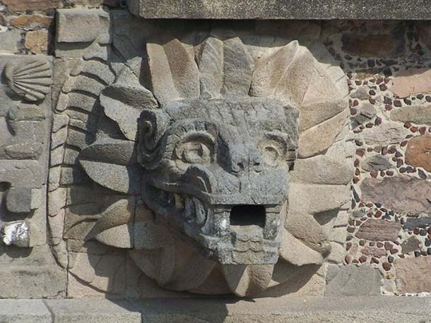 One of the feathered serpent heads that decorates the Temple of the Feathered Serpent (Quetzalcohuăl) in Teotihuacan.