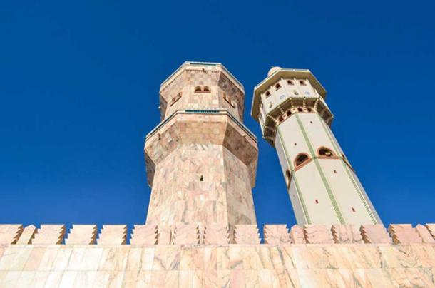 One of the five minarets with Lamp Fall on the right. (Jbdodane/CC BY-NC 2.0)