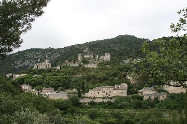 A view of Oppède Le Vieux.