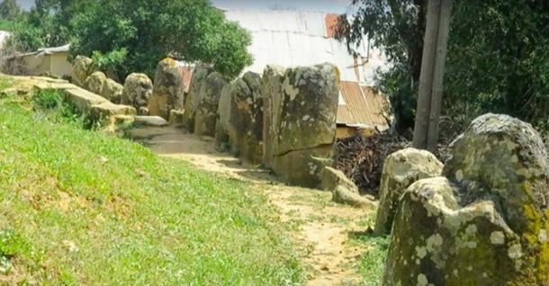 Outer circle of the Mzora Stone Circle. (El mundo con ella / YouTube)