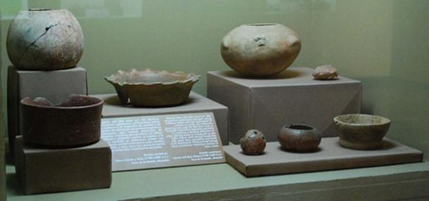 Painted ceramics with decorative features such as shell impressions, and reflective hematite. Dated to between 1700 and 1300 BC from Paso de la Amada, Mazatán and on display at the Regional Museum in Tuxtla Gutierrez, Chiapas, Mexico.