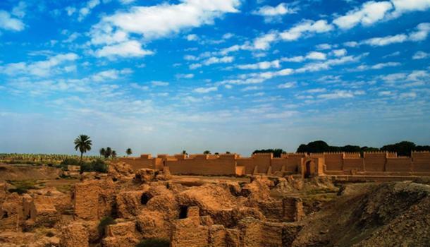 Panorama of Babylon ruins, Hillah, Iraq. (homocosmicos / Adobe)