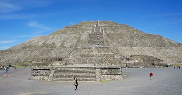 Panoramic view of the pyramid of the Sun, Teotihuacan, Mexico.