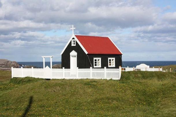 Papey Island church. (Arian Zwegers/CC BY 2.0)
