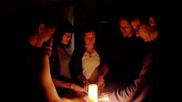Participants in a Ouija game. (CC BY-SA 2.0)