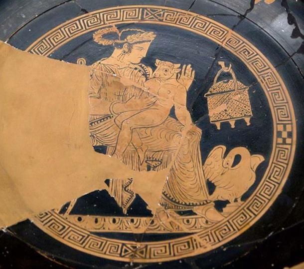 Pasiphaë and the Minotaur. Tondo of an Attic red-figure kylix, 340-320 BC. From Vulci. (Public Domain)