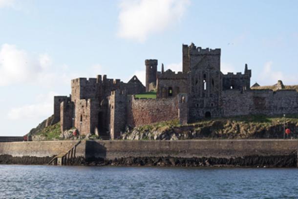 Peel Castle as seen from the sea. (Ketteridge, B/ CC BY-NC 2.0)