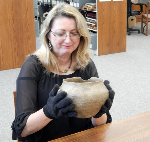 Photograph taken by Lewis Hales May, 2015, at the Thomaston-Upson Archives of former Archives Director Penny Cliff inspects the vase.