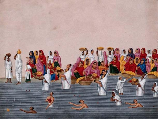 People bathing and praying in the holy river Ganga.