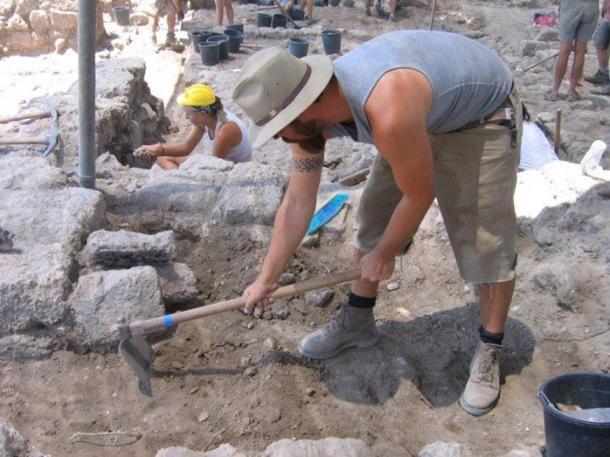 People excavating at Tel Dor, Israel in 2006.