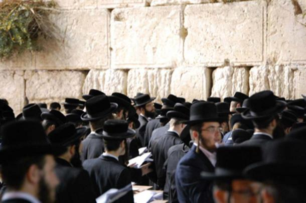 People of the Jewish faith giving prayers at the Wailing Wall, Jerusalem. (CC0)