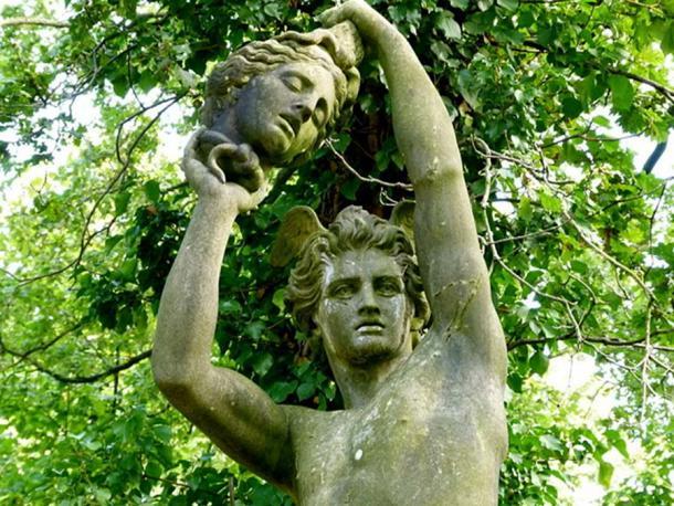 Perseus holding the head of Medusa, sculpture in Jardin d'Agronomie Tropicale. (CC0)