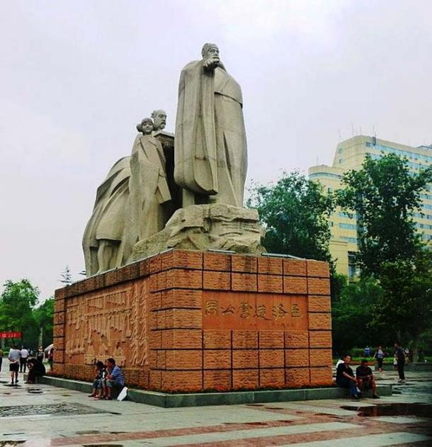 Photo of modern statue celebrating the Duke of Zhou, founder of the original city of Luoyang. (John Hill/CC BY SA 3.0)