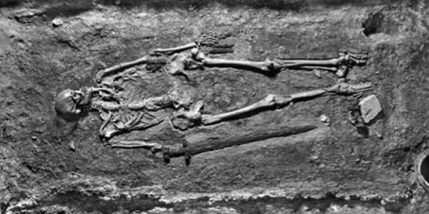 Photograph of the warrior skeleton in his grave shortly after excavation in 1928. Source: Cambridge Core / Fair Use.