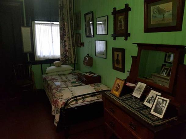 Photos of President Paul Kruger, Mrs Smuts' brothers and sisters, her children and her husband adorn Mrs Smuts' bedroom.