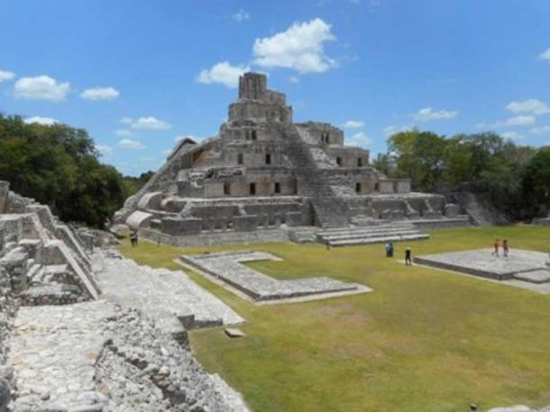 Pictured is the 31 m tall Pirámide de los Cinco Pisos (pyramid of the five storeys), located in the Great Plaza. Source: Nick Evans