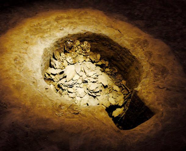 Pit of oracle bones (甲骨) at Anyang Yinxu.