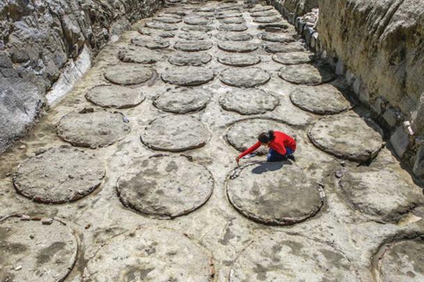 Pithos storage vessels at Çavuştepe Castle used to store cereals