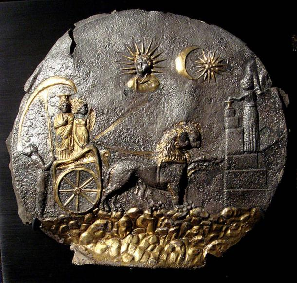 Cybele drawn in her chariot by lions towards a votive sacrifice (right). Above are the Sun God and heavenly objects. Plaque from Ai Khanoum, Bactria (Afghanistan), 2nd century BCE.
