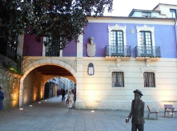 Plaza of Méndez Núñez and the house of Cruz y Montenegro.