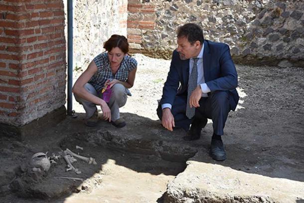Pompeii Director, Massimo Osanna and a colleague inspect the find. Image: Parco Archeologico de Pompeii