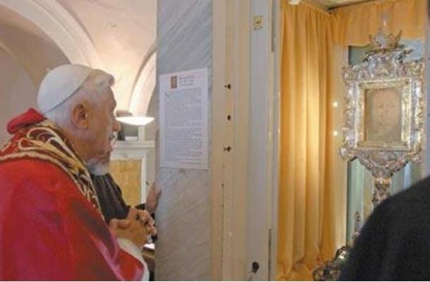 Pope Benedict XVI looks at the Veronica`s Veil during a visit to the Saint Veil monastery in Manoppello, central Italy