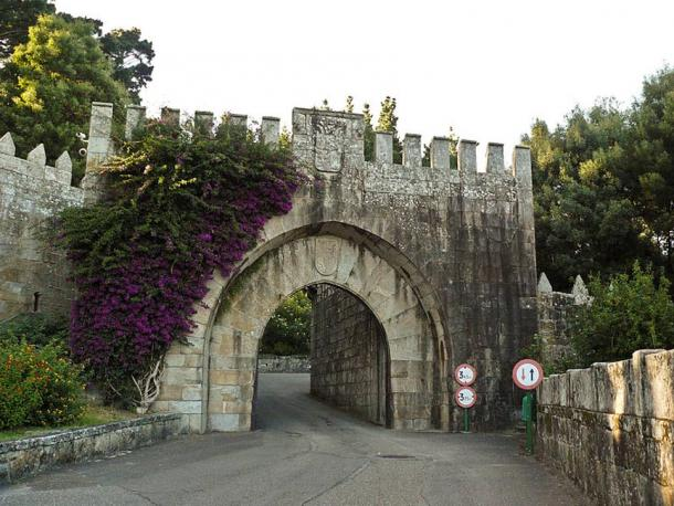 Port of Baiona, Entrance to the castle.
