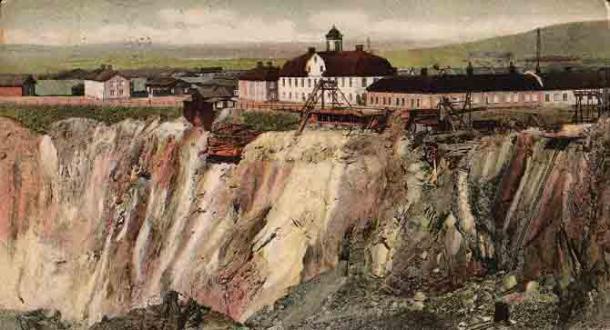 A postcard depicting the Falun Mine, circa 1907. (Public Domain)