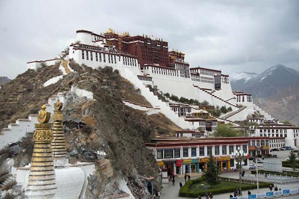 Potala Palace in Lhasa, residence of the Dalai Lama until 1959. (CC BY-SA 3.0)