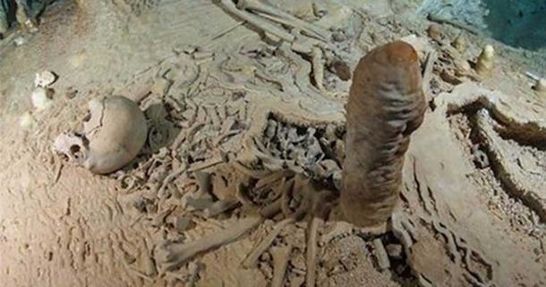 Prehistoric human skeleton in the Chan Hol Cave near Tulúm on the Yucatán peninsula prior to looting by unknown cave divers.