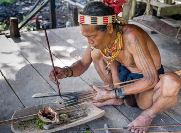Preparing poison arrows.