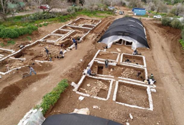 Preservation and excavation works on the Motza Neolithic site. ((Yaniv Berman, Israel Antiquities Authority)