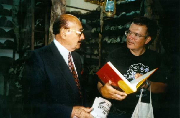 Prof. Cabrera (left) with Walter-Jörg Langbein (Photo by Ingeborg Diekmann)