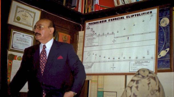 Prof. Cabrera explaining his collection.