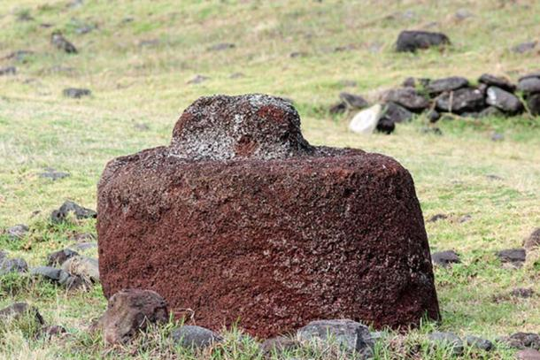 Pukao at Vinapu, Rapa Nui. (CC BY-NC 2.0)